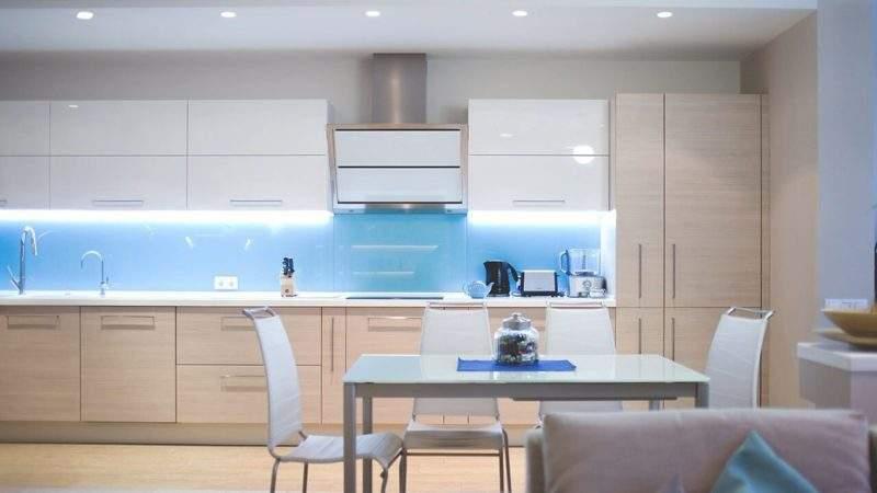 Подсветка рабочей зоны на кухне - прямая с разрывом фото