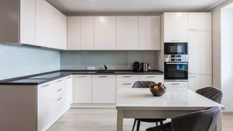 Подсветка рабочей зоны на кухне - угловая фото