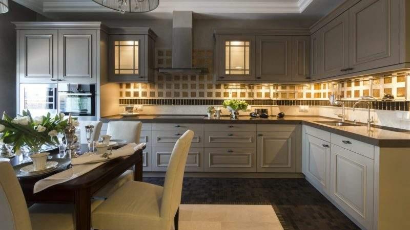 Подсветка рабочей зоны на кухне - угловая с разрывом фото