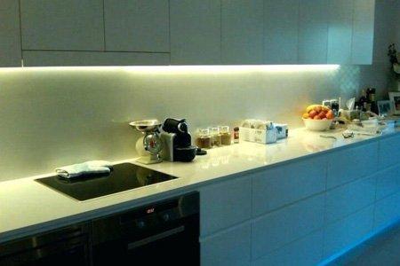 подсветка для кухни под шкафы светодиодная пример 1 фото