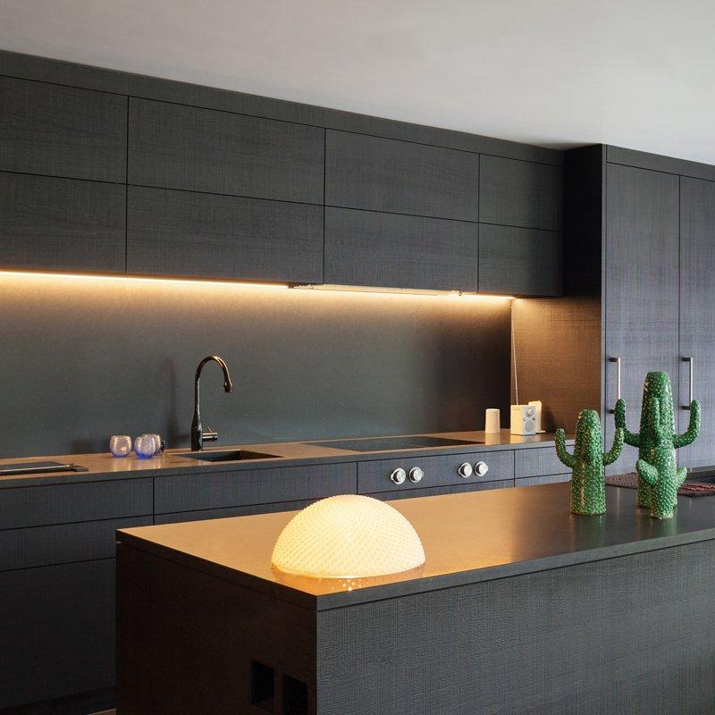 Подсветка прямой кухни фото