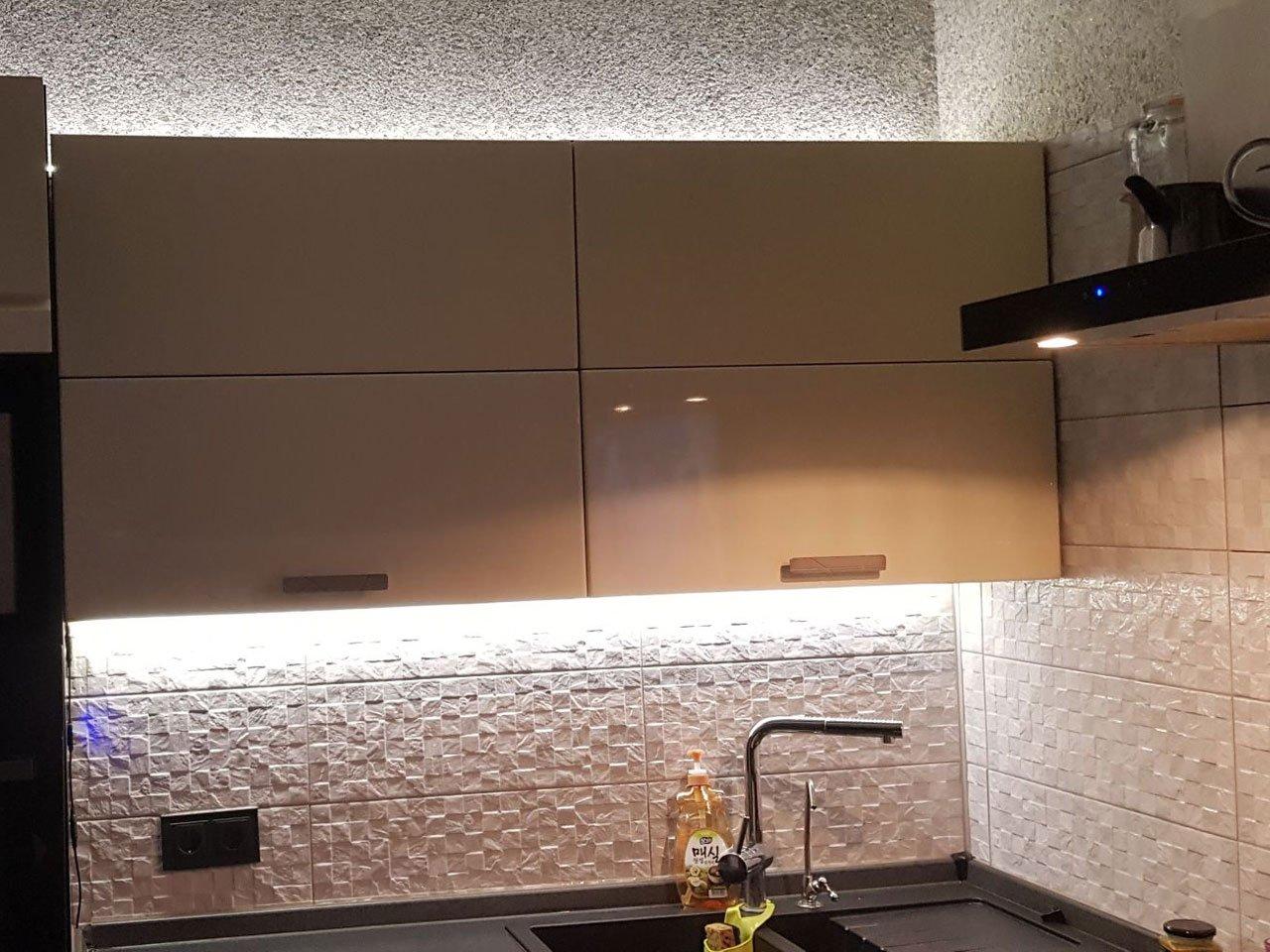 Подсветка прямой кухни на заказ отзыв iqlux Сергей 18_01_20 фото