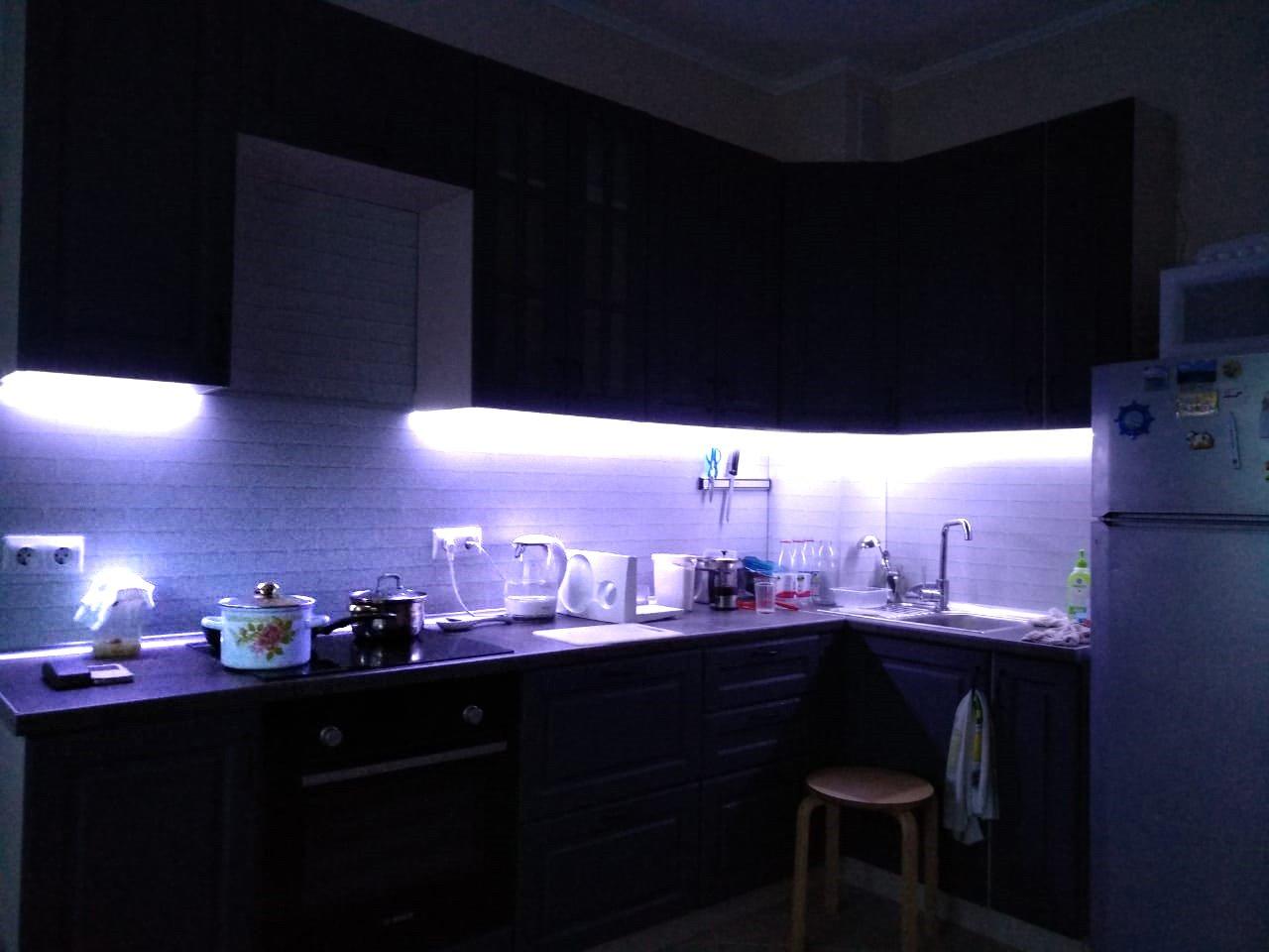 Подсветка угловой кухни с разрывом с пультом отзыв iqlux Андрей 21_04_20 фото