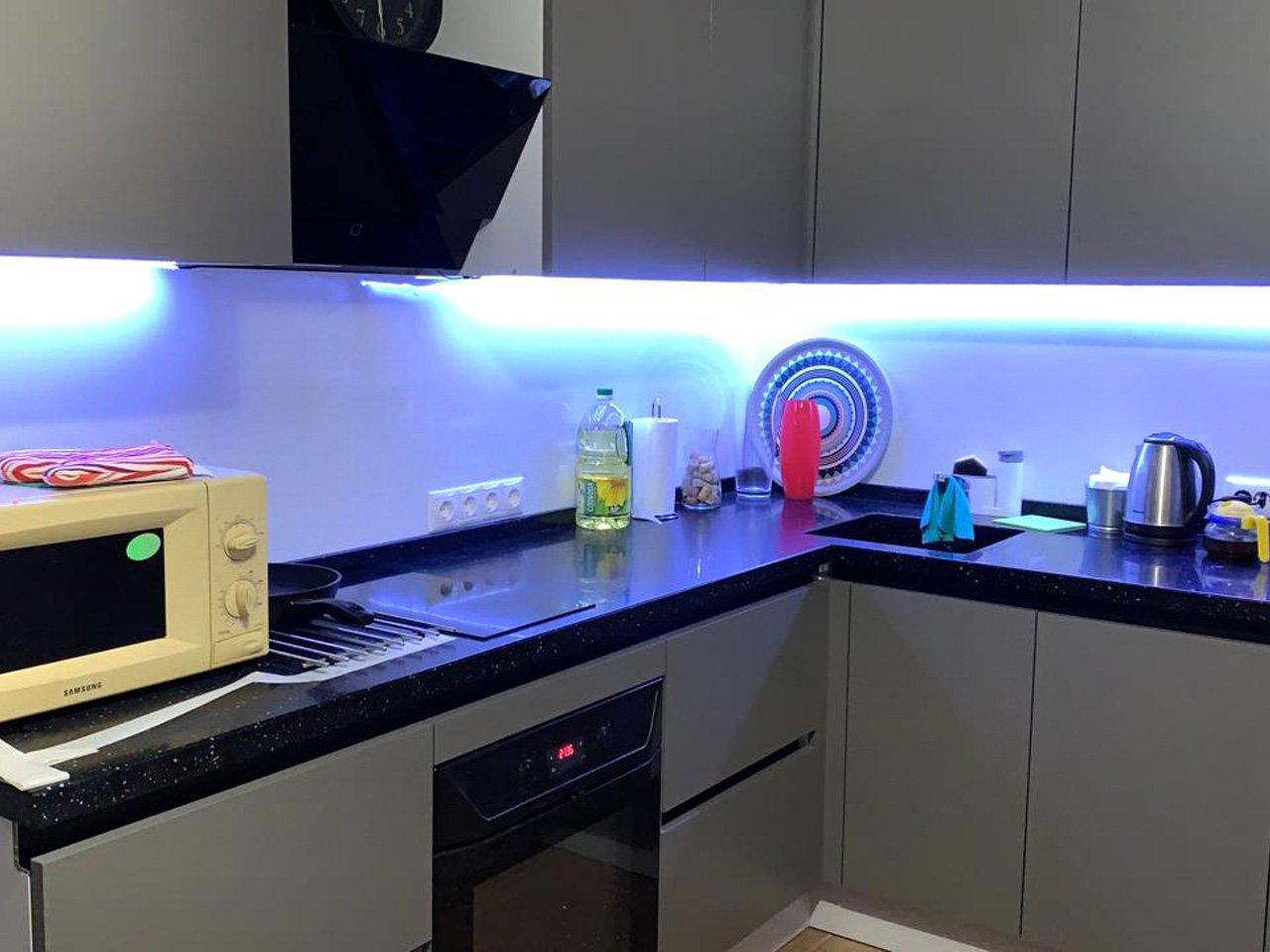 """Подсветка угловой кухни с разрывом с выключателем """"взмах руки"""" отзыв iqlux Михаил 20_03_20 фото"""