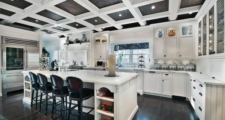 кессонированный потолок на кухне фото