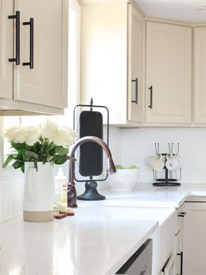 Какой цвет столешницы выбрать для белой кухни — классическая белая фото