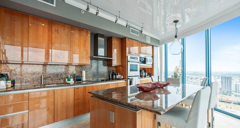 натяжной потолок для кухни какой лучше выбрать фото