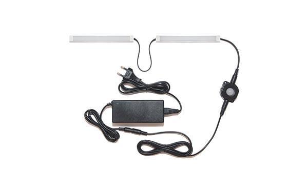 Подсветка для прямой кухни с разрывом с датчиком движения: лента Lux в профиле