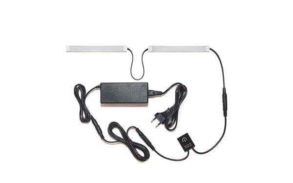 Подсветка для прямой кухни с разрывом с выключателем «Взмах руки»: лента Lux в профиле