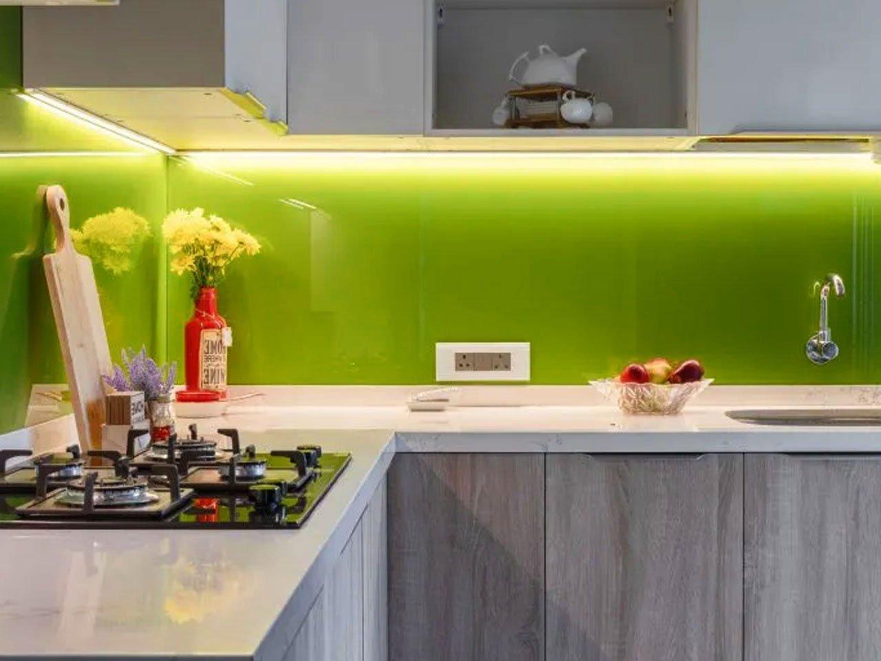 фартук для кухни из стекла с подсветкой скинали фото