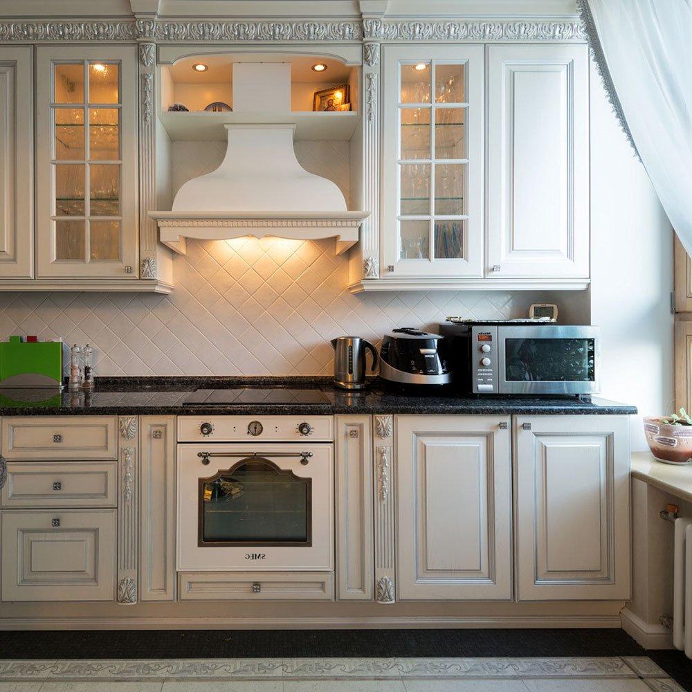Подсветка верхних кухонных шкафов точечными светильниками - пример фото